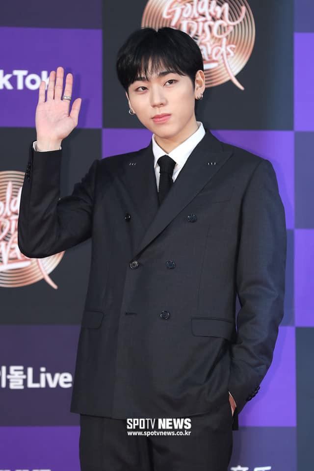Thảm đỏ Golden Disc Awards lần thứ 34: Momo (TWICE) xuất hiện xinh đẹp và rạng rỡ sau khi công khai hẹn hò đàn anh Heechul (Super Junior) - Ảnh 7.