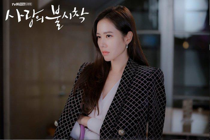 """Chị đẹp Son Ye Jin U40 vẫn trẻ như gái 18 nhờ 3 kiểu tóc siêu nữ tính trong """"Hạ cánh nơi anh"""" - Ảnh 3."""