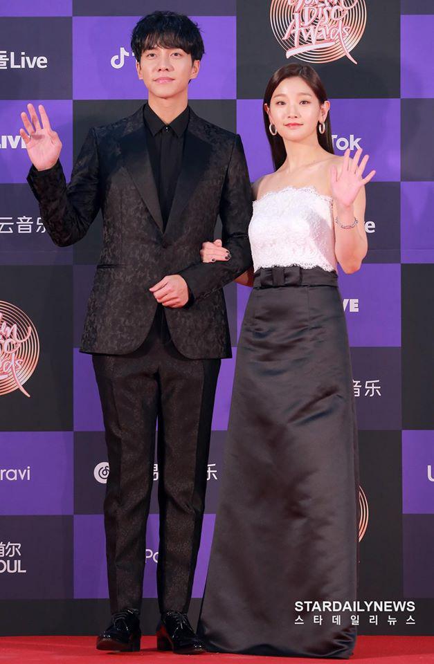 """Thảm đỏ """"khủng"""" nhất tuần của Kbiz: Dàn sao đỉnh nhất Kpop hội tụ, Momo (TWICE) được khen xinh hơn hẳn kể từ khi công khai yêu Heechul (SUPER JUNIOR) - Ảnh 6."""