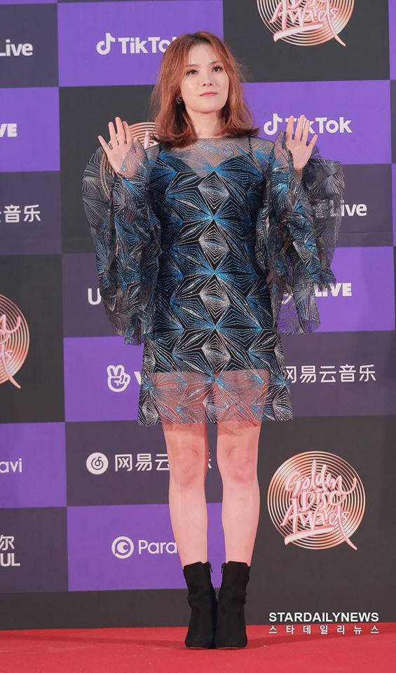 """Thảm đỏ """"khủng"""" nhất tuần của Kbiz: Dàn sao đỉnh nhất Kpop hội tụ, Momo (TWICE) được khen xinh hơn hẳn kể từ khi công khai yêu Heechul (SUPER JUNIOR) - Ảnh 3."""