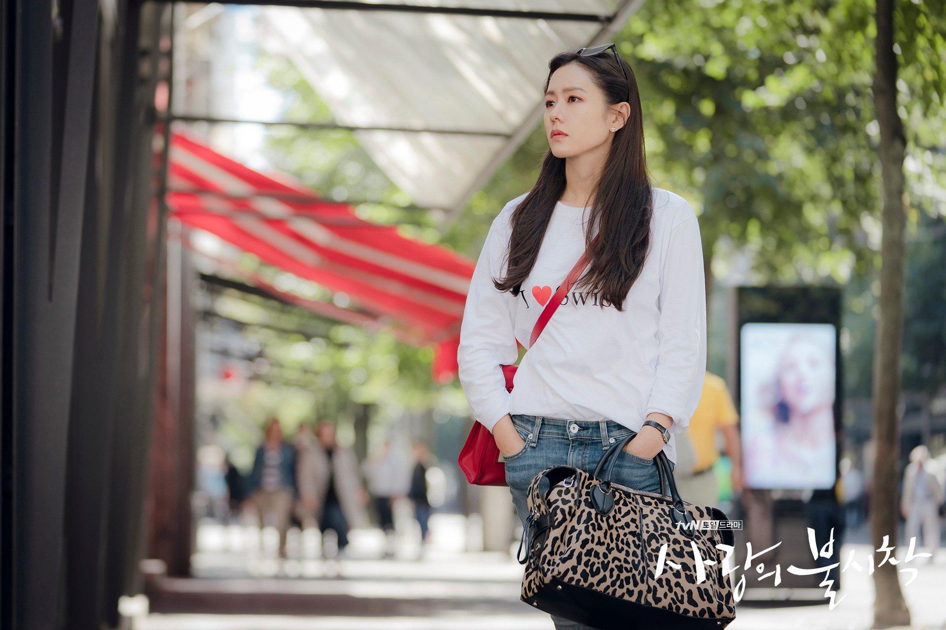 """Chị đẹp Son Ye Jin U40 vẫn trẻ như gái 18 nhờ những kiểu tóc siêu nữ tính trong """"Hạ cánh nơi anh"""" - Ảnh 5."""
