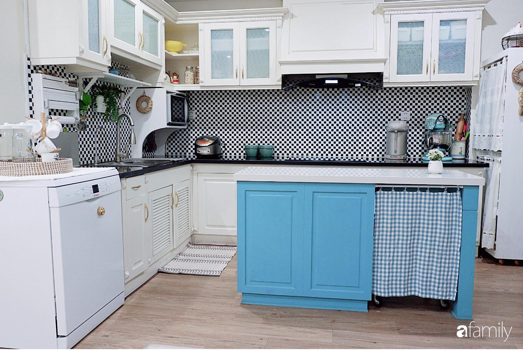 Căn bếp nhỏ xíu xây nhiều năm vẫn gọn đẹp như mới ở TP. HCM - Ảnh 3.