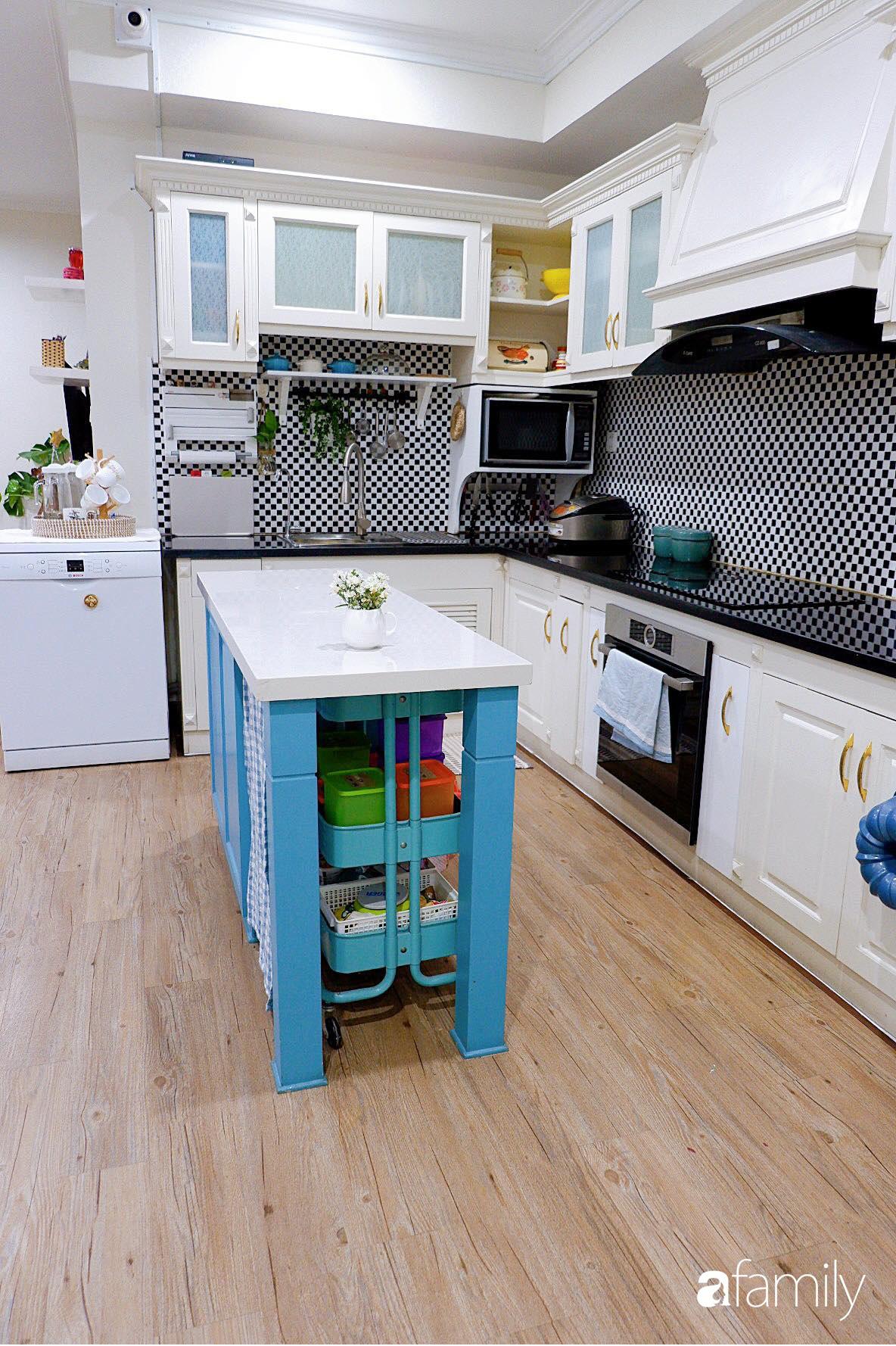 Căn bếp nhỏ xíu xây nhiều năm vẫn gọn đẹp như mới ở TP. HCM - Ảnh 2.