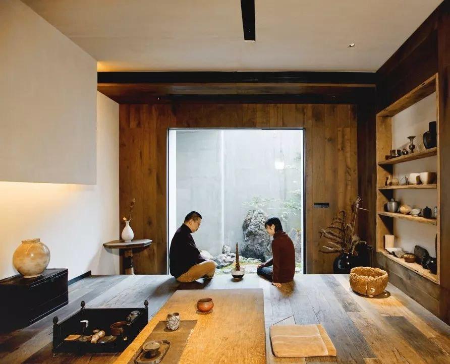 Cặp vợ chồng trẻ cải tạo căn nhà ngoại ô rộng 150m2 đã xây cách đây 20 năm thành không gian góc nào cũng đẹp đến cực độ - Ảnh 1.