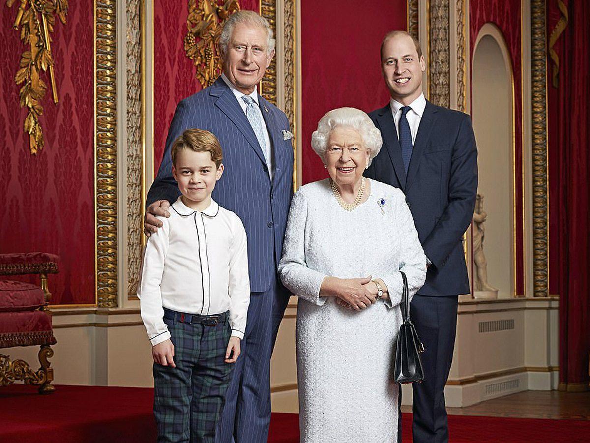 Hoàng tử Geogre ngày càng ra dáng, diện đi diện lại 1 kiểu áo mà khí chất thăng hạng vù vù - Ảnh 1.