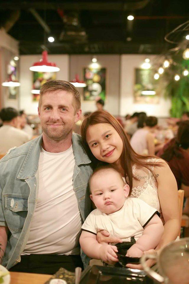 """Em bé lai Việt - Mỹ với chiếc bụng toàn ngấn quá đáng yêu khiến các mẹ bỉm sữa """"thả tim"""" mỏi tay - Ảnh 10."""
