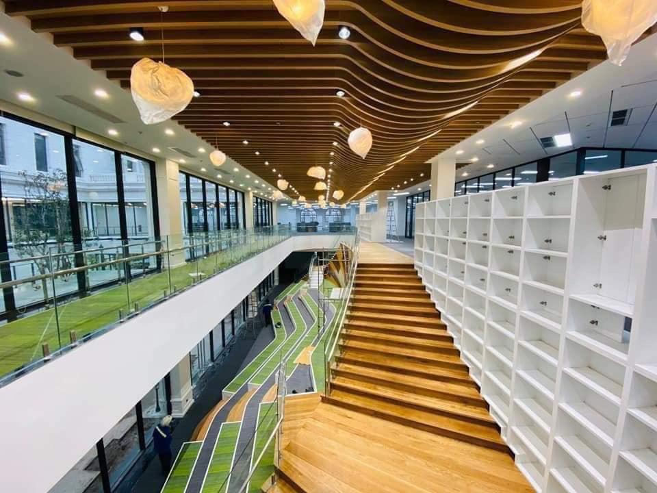 Lộ những hình ảnh đầu tiên bên trong Đại học VinUni, trường học như lâu đài hoành tráng với học phí 2,4 tỷ đồng - Ảnh 7.