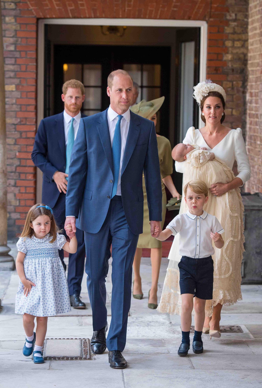 Hoàng tử Geogre ngày càng ra dáng, diện đi diện lại 1 kiểu áo mà khí chất thăng hạng vù vù - Ảnh 5.