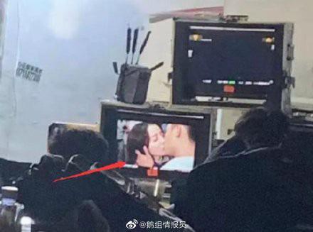 Đây là bộ phim khiến Địch Lệ Nhiệt Ba - Hoàng Cảnh Du rộ tin yêu nhau, trên phim trường còn ôm hôn, bồng bế cực tình  - Ảnh 4.