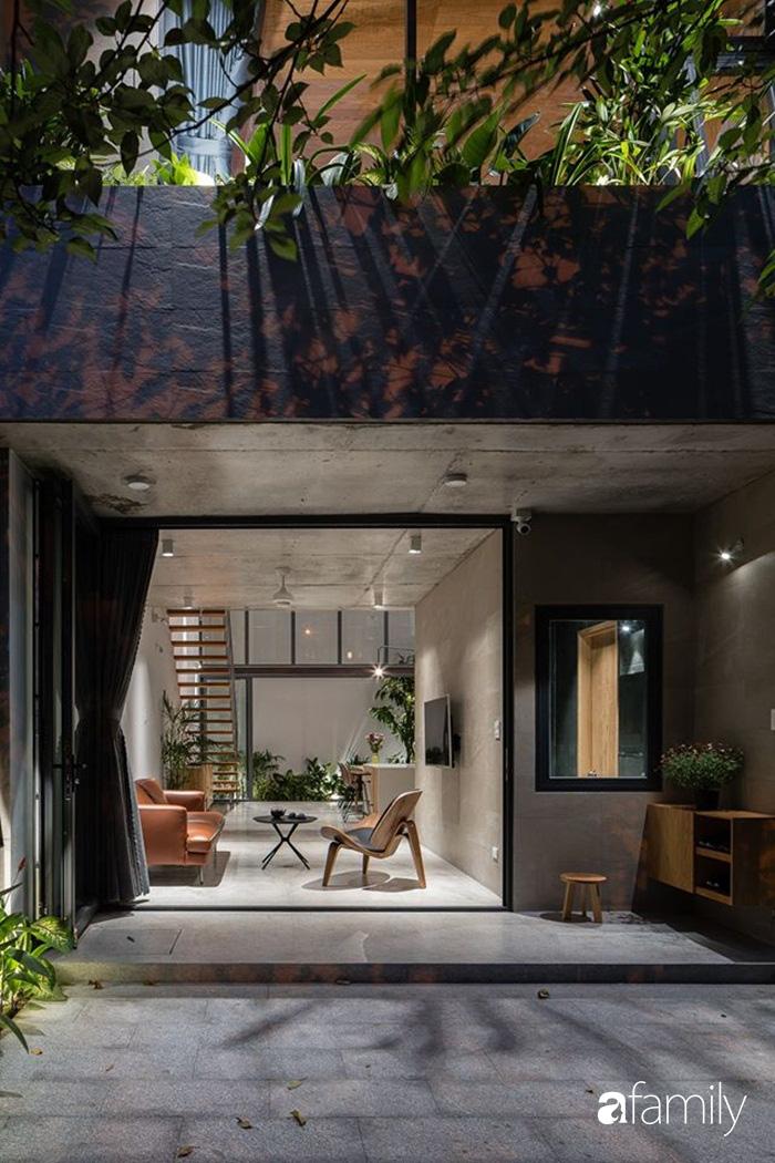 Ngôi nhà phố đẹp tinh tế với bản hòa tấu giữa vật liệu gỗ và ánh sáng ở Quy Nhơn dành cho gia đình 4 người - Ảnh 3.