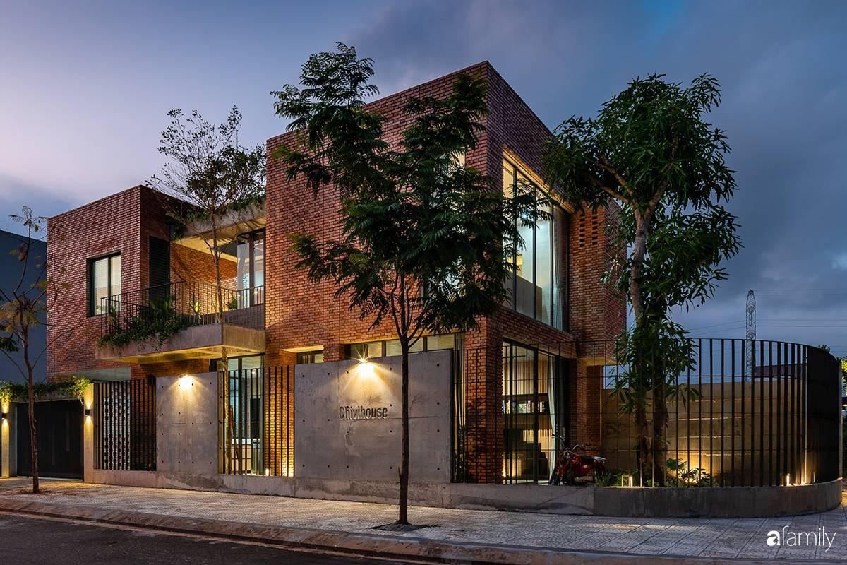 Ngôi nhà sử dụng vật liệu thuần tự nhiên tạo cảm giác bình yên cho hai cô con gái nhỏ cùng nhau lớn lên ở Đà Nẵng - Ảnh 1.