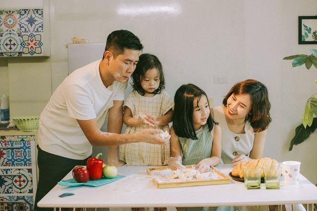 Xuất hiện chung khung hình với mẹ, con gái Lưu Hương Giang bỗng được cư dân mạng khen tới tấp vì một đặc điểm nổi trội - Ảnh 1.