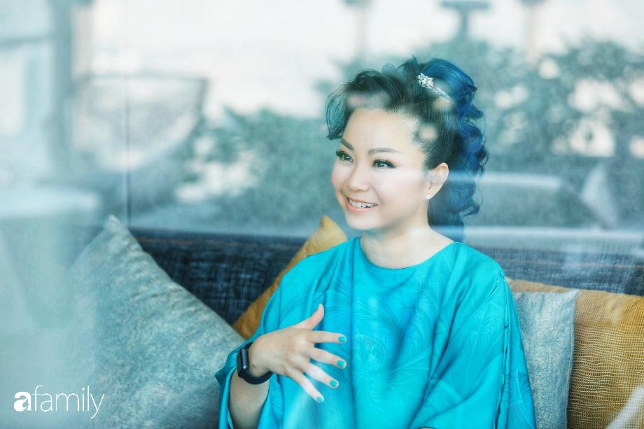 """Thanh Phan - Rời khỏi hãng mỹ phẩm quyền lực thế giới để biến thành """"phù thủy"""" trang điểm, người phụ nữ tự xây dựng cả đế chế làm đẹp của riêng mình - Ảnh 5."""