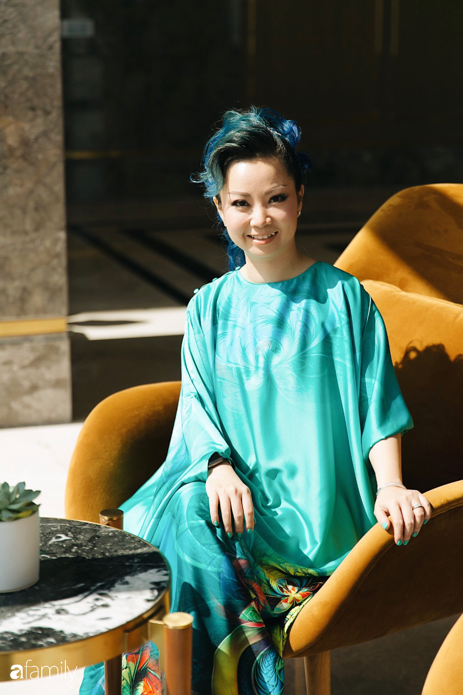 """Thanh Phan - Rời khỏi hãng mỹ phẩm quyền lực thế giới để biến thành """"phù thủy"""" trang điểm, người phụ nữ tự xây dựng cả đế chế làm đẹp của riêng mình - Ảnh 2."""