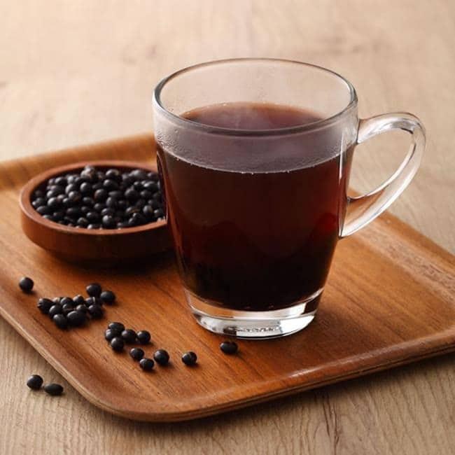 """Uống nước đậu đen rất tốt nhưng nếu làm thêm 1 bước """"đặc biệt"""" này khi nấu, bạn sẽ thấy sức khỏe lột xác ngoạn mục trong thời gian ngắn - Ảnh 1."""