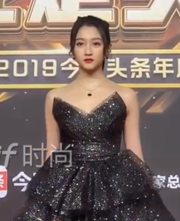 Bất ngờ với nhan sắc thật qua hình ảnh chưa chỉnh sửa của dàn mỹ nhân Hoa ngữ: Dương Tử và Địch Lệ Nhiệt Ba có vượt qua được người đẹp này - Ảnh 9.