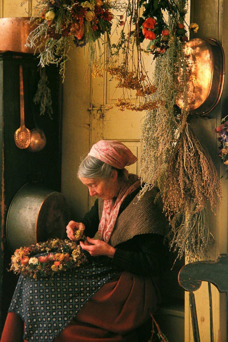 Cuộc sống an yên của cụ bà 92 tuổi bên khu vườn tự tay trồng hoa, rau quả ở vùng thôn quê - Ảnh 4.
