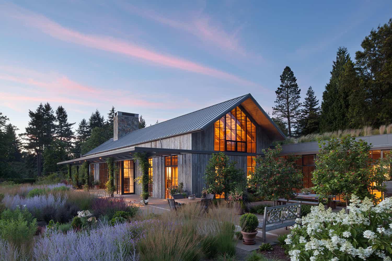 Chị em công sở ghen tị với chủ nhân ngôi nhà đẹp như cổ tích lại nằm giữa không gian thiên nhiên rộng lớn toàn hoa thơm cỏ lạ - Ảnh 3.