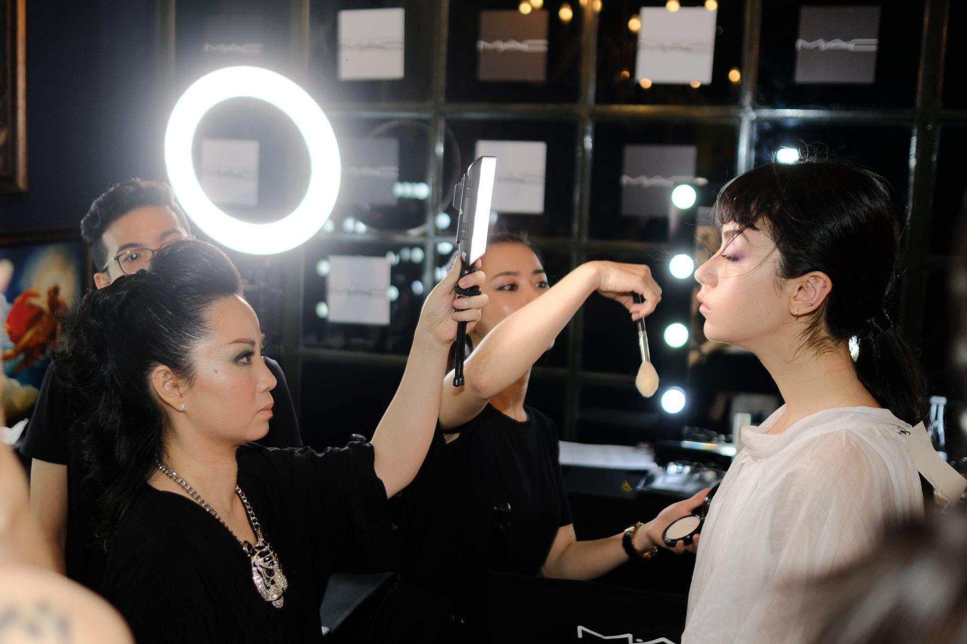 """Thanh Phan - Rời khỏi tập đoàn mỹ phẩm quyền lực thế giới để thành """"phù thủy"""" trang điểm, tự xây đế chế làm đẹp của riêng mình tại Sài Gòn - Ảnh 3."""