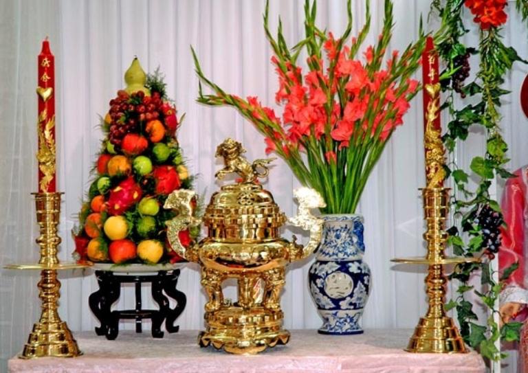 Những loại hoa nên chưng trên bàn thờ dịp Tết cho năm mới thịnh vượng, an khang - Ảnh 4.