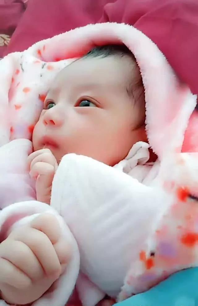 Mẹ Châu Phi lấy chồng người Châu Á, đẻ con ra ai cũng bất ngờ bởi khuôn mặt của em bé - Ảnh 4.