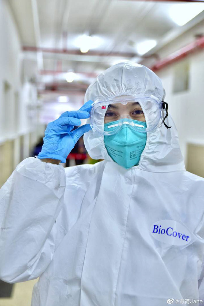 Loạt ảnh chụp đội ngũ y bác sĩ giữa ổ dịch Vũ Hán cho thấy sự hy sinh cao cả, bất chấp mạng sống để chiến đấu với virus corona - Ảnh 11.