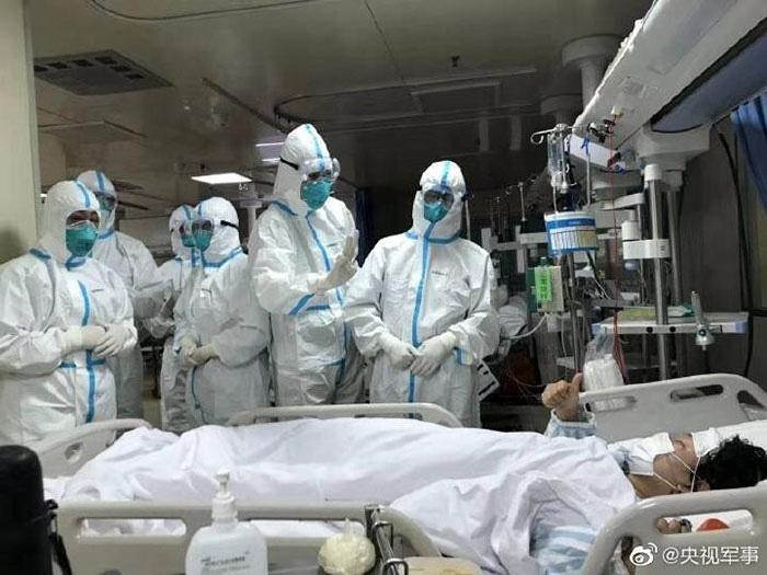 Loạt ảnh chụp đội ngũ y bác sĩ giữa ổ dịch Vũ Hán cho thấy sự hy sinh cao cả, bất chấp mạng sống để chiến đấu với virus corona - Ảnh 14.