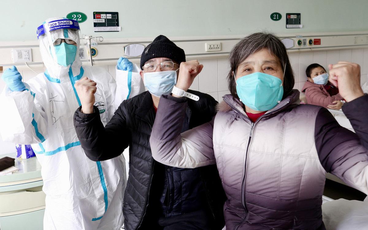 """Nhà dịch tễ học nổi tiếng Trung Quốc tìm ra phương pháp """"4 chiến đấu - 2 cân bằng"""", điều trị hiệu quả cho bệnh nhân nguy kịch vì coronavirus"""