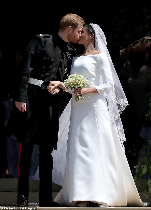 Hoàng tử Harry phải đi trị rụng tóc vì mảng hói trên đầu to gấp đôi kể từ khi cưới Meghan Markle  - Ảnh 2.