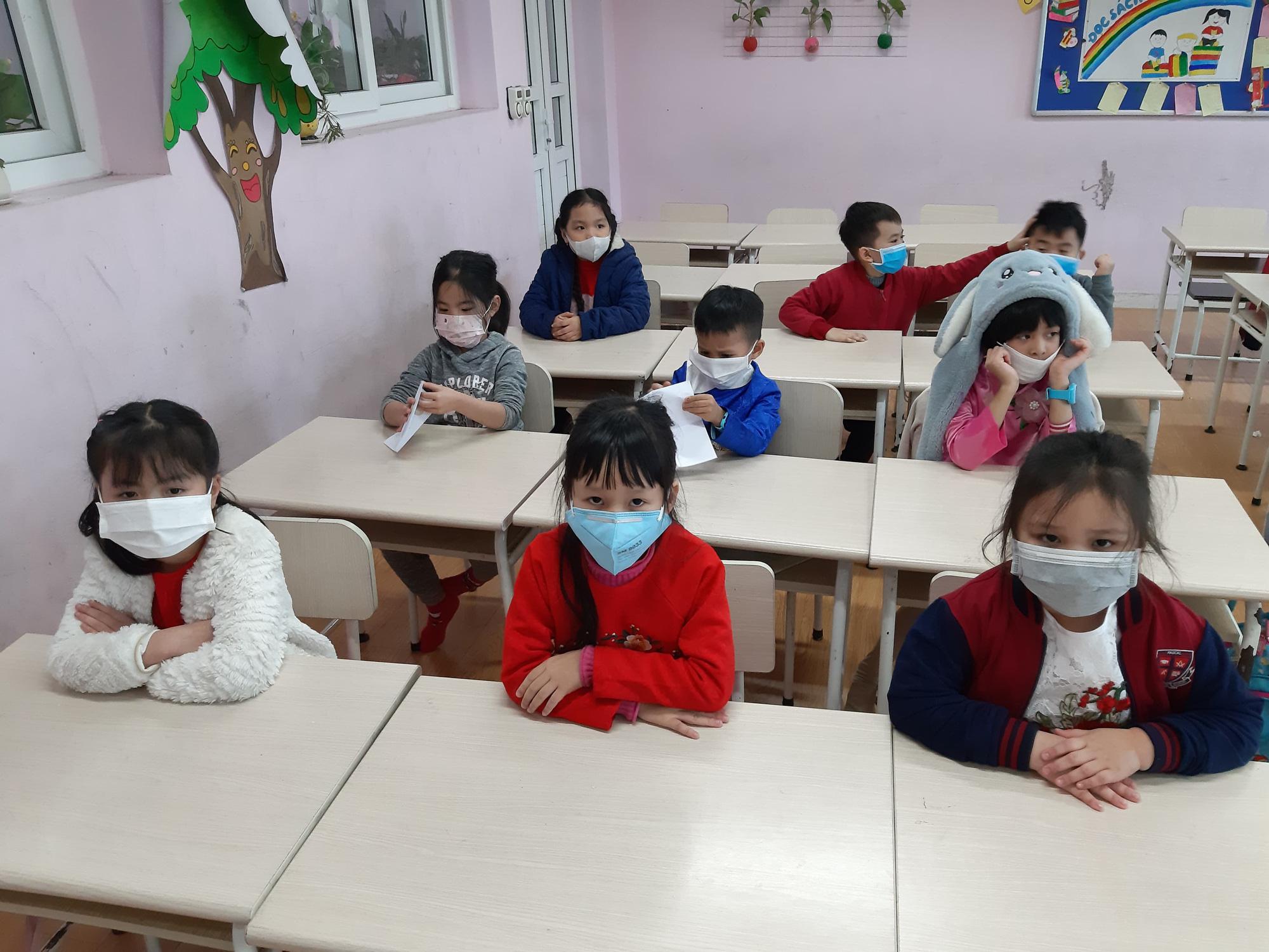 Nếu tình hình virus Corona vẫn diễn biến phức tạp thì có nên cho học sinh tiếp tục nghỉ để bảo đảm an toàn? - Ảnh 2.