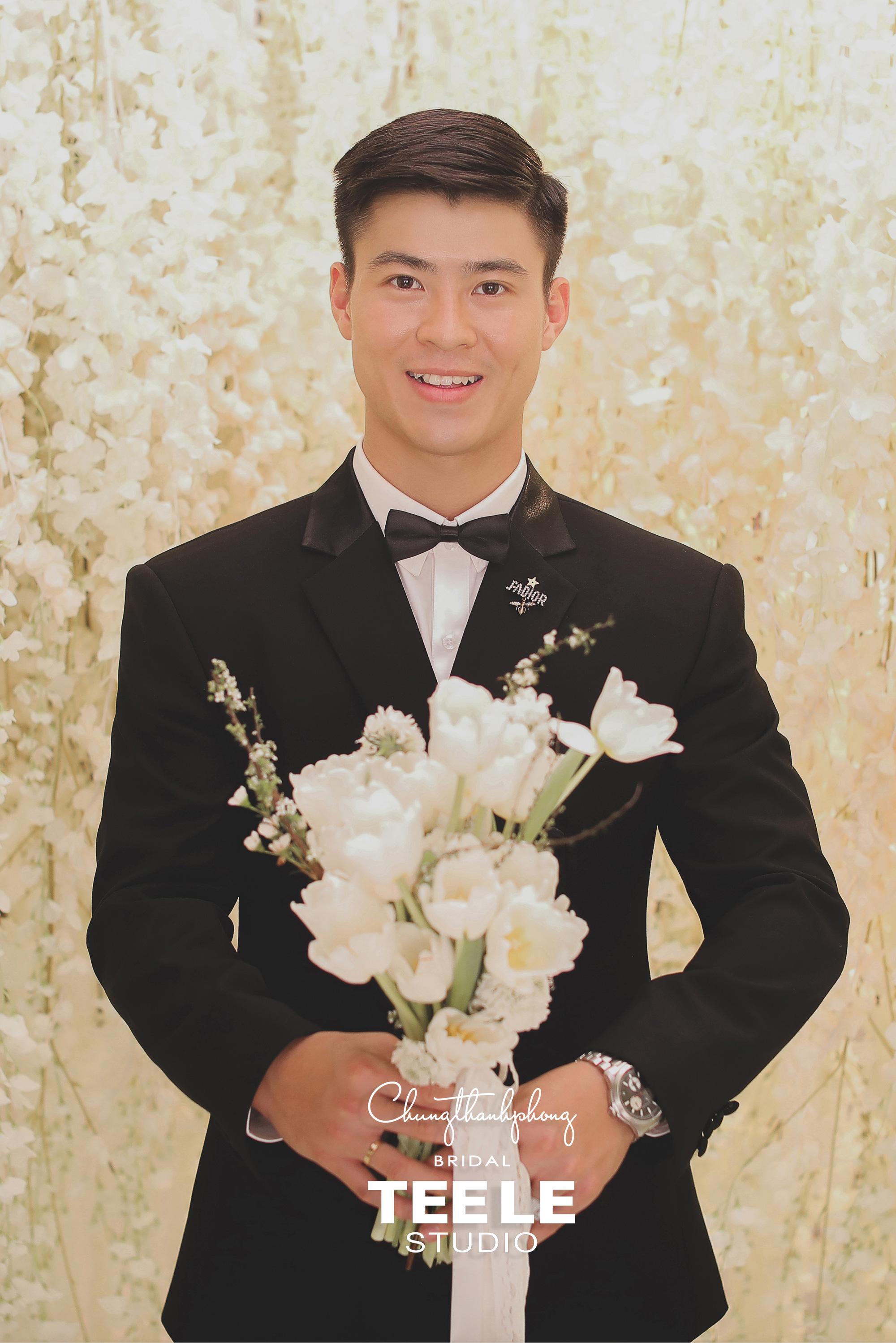 Chung Thanh Phong thực hiện trang phục cưới cho cặp đôi Duy Mạnh – Quỳnh Anh gói gọn trong 1 tuần - Ảnh 2.