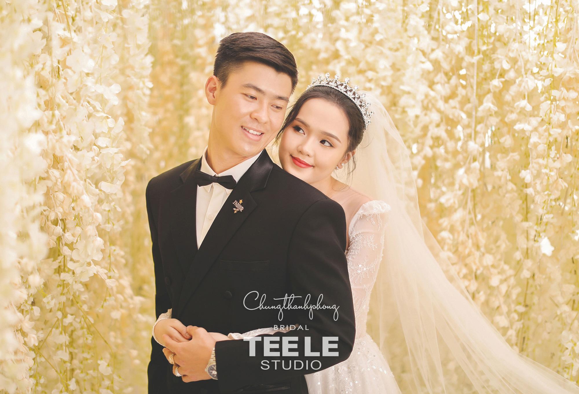 Chung Thanh Phong thực hiện trang phục cưới cho cặp đôi Duy Mạnh – Quỳnh Anh gói gọn trong 1 tuần - Ảnh 1.