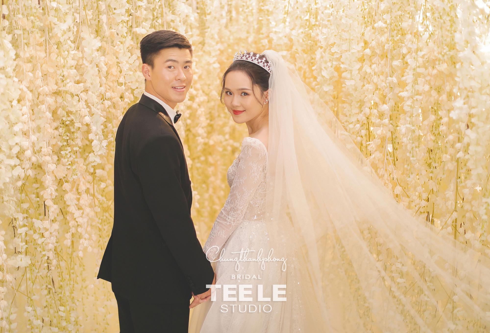 Chung Thanh Phong thực hiện trang phục cưới cho cặp đôi Duy Mạnh – Quỳnh Anh gói gọn trong 1 tuần - Ảnh 5.