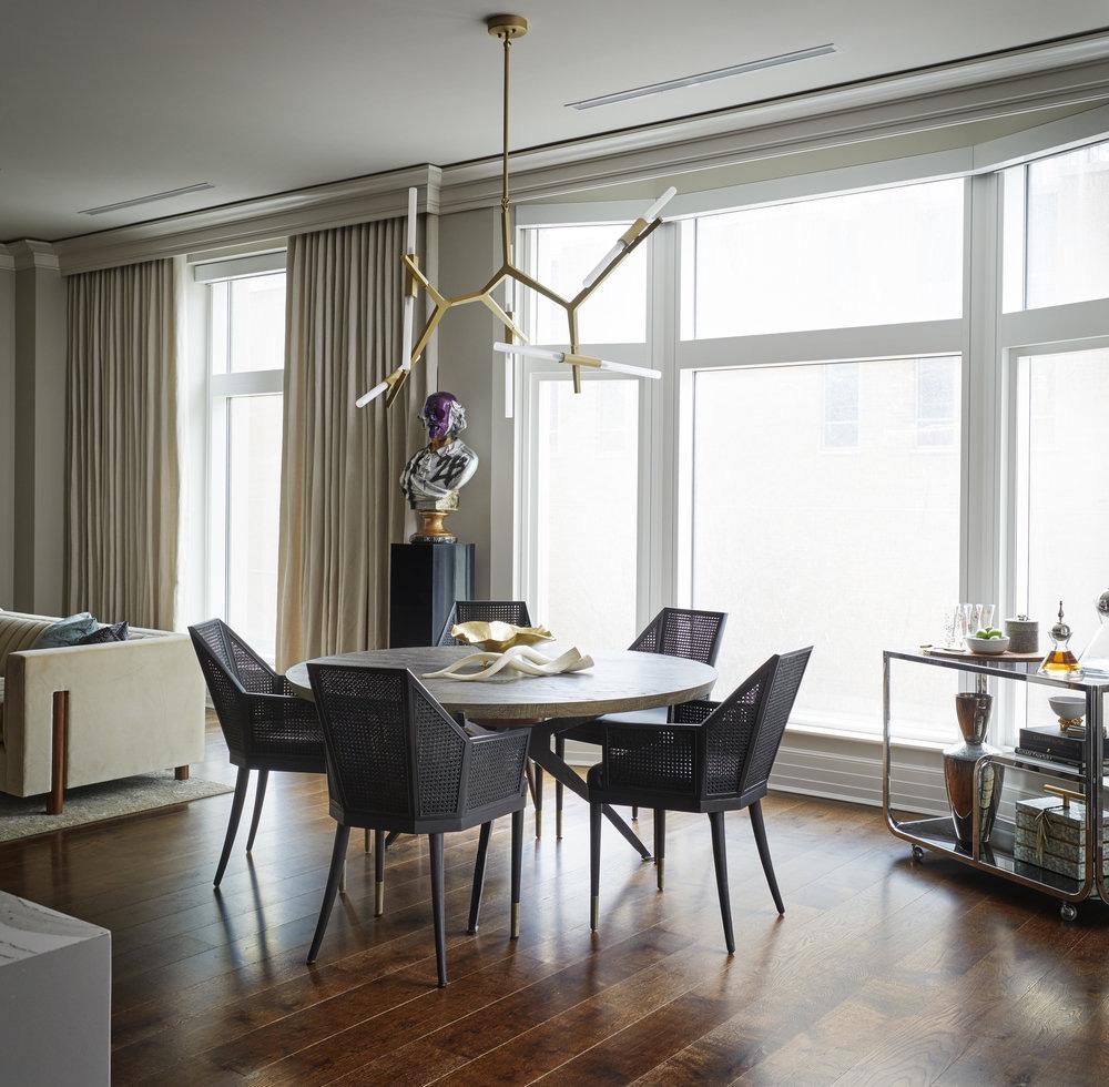 Luôn có ít nhất một lý do để bạn lựa chọn bàn ăn tròn cho ngôi nhà nhỏ của gia đình - Ảnh 4.