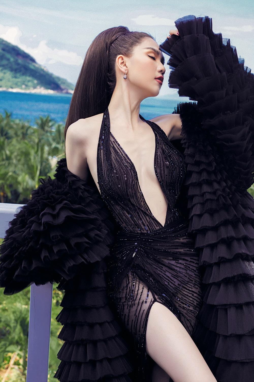 Mặc hở suốt ngày mà Ngọc Trinh cũng có lúc chọn sai váy gợi cảm, lộ thân hình gầy trơ xương đến xót xa - Ảnh 2.