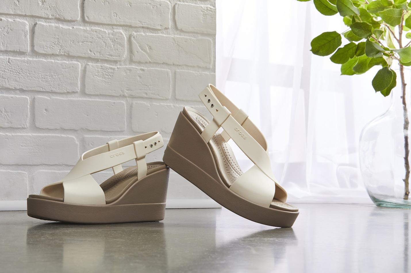 Ơn giời, đôi giày đáng mong đợi nhất của phái đẹp đã xuất hiện, cao gót nhưng không đau chân, cá tính và hơn thế nữa - Ảnh 3.