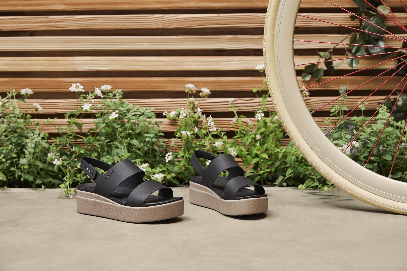 Ơn giời, đôi giày đáng mong đợi nhất của phái đẹp đã xuất hiện, cao gót nhưng không đau chân, cá tính và hơn thế nữa - Ảnh 6.