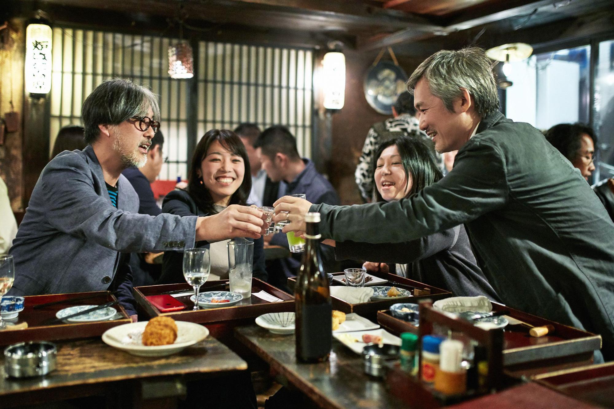 Văn hóa Nomikai hay những câu chuyện xấu hổ đáng quên trên bàn nhậu của dân công sở Nhật Bản - Ảnh 4.