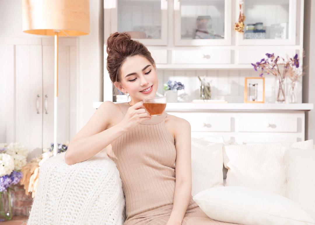 Bà xã 9x của Châu Kiệt Luân: Mẹ 2 con mà sắc vóc vẫn xinh đẹp, sang chảnh hơn người nhờ ngày nào cũng uống loại nước này - Ảnh 8.