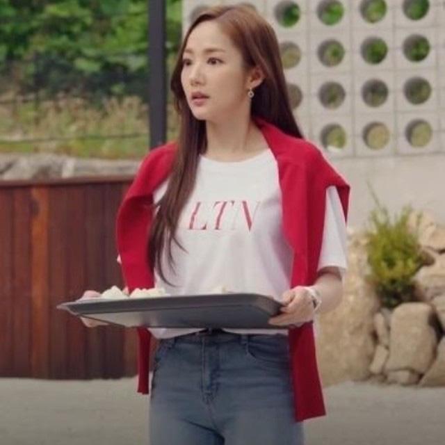 """Bắt trend trễ 2 năm sau Park Min Young nhưng Sam vẫn khéo lên đồ """"lồng lộn"""" hơn hẳn - Ảnh 3."""
