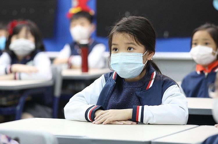 Sau 2 tuần tạm nghỉ vì virus Corona, hôm nay Hà Nội chính thức công bố thời gian đi học lại của học sinh - Ảnh 1.