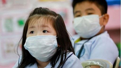 Đeo khẩu trang có bảo vệ trẻ hoàn toàn khỏi virus corona hay không? Câu trả lời của chuyên gia sẽ khiến nhiều phụ huynh phải giật mình, thay đổi gấp - Ảnh 4.
