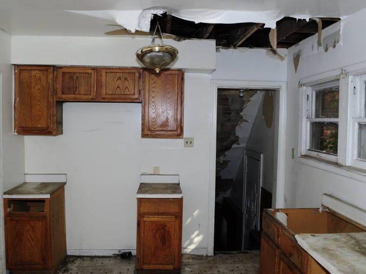 Mua nhà hoang tồi tàn với giá 50 triệu, chàng trai trẻ sửa thành biệt thự mới toanh tặng mẹ già - Ảnh 7.
