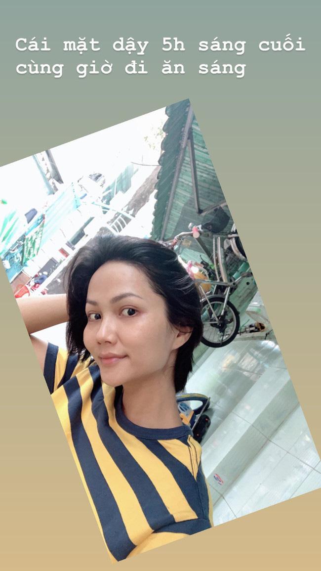 """Soi mặt mộc của các Hoa hậu Việt: H'Hen Niê đã """"đỉnh"""" lắm rồi nhưng vẫn thua đàn em này - Ảnh 2."""