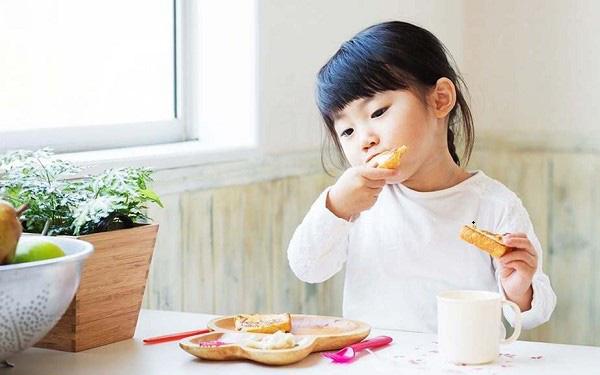 Trong thời gian con nghỉ học ở nhà vì virus Covid-19, bố mẹ chú ý lịch sinh hoạt như sau để đảm bảo sức khỏe cho con - Ảnh 4.