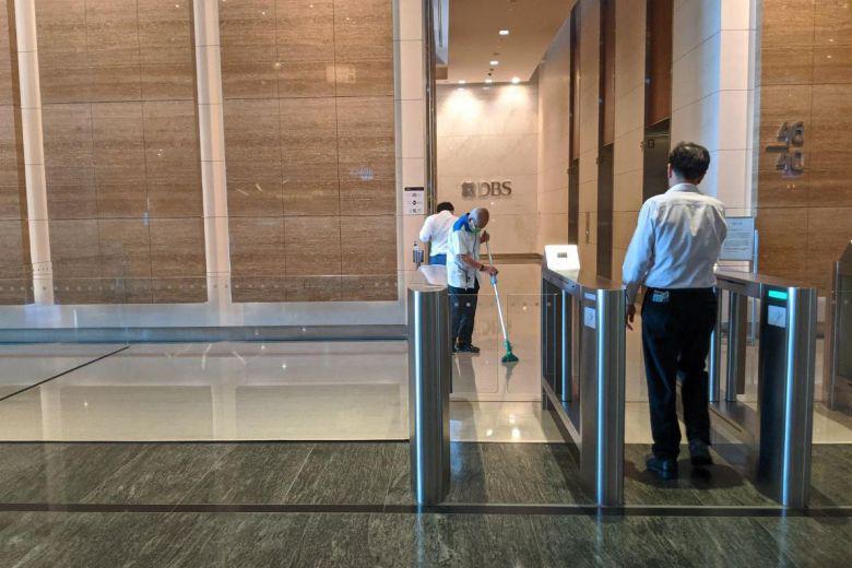 Ngân hàng lớn nhất Singapore phải sơ tán gấp 300 nhân viên vì đã có một trường hợp dương tính với virus corona - Ảnh 1.