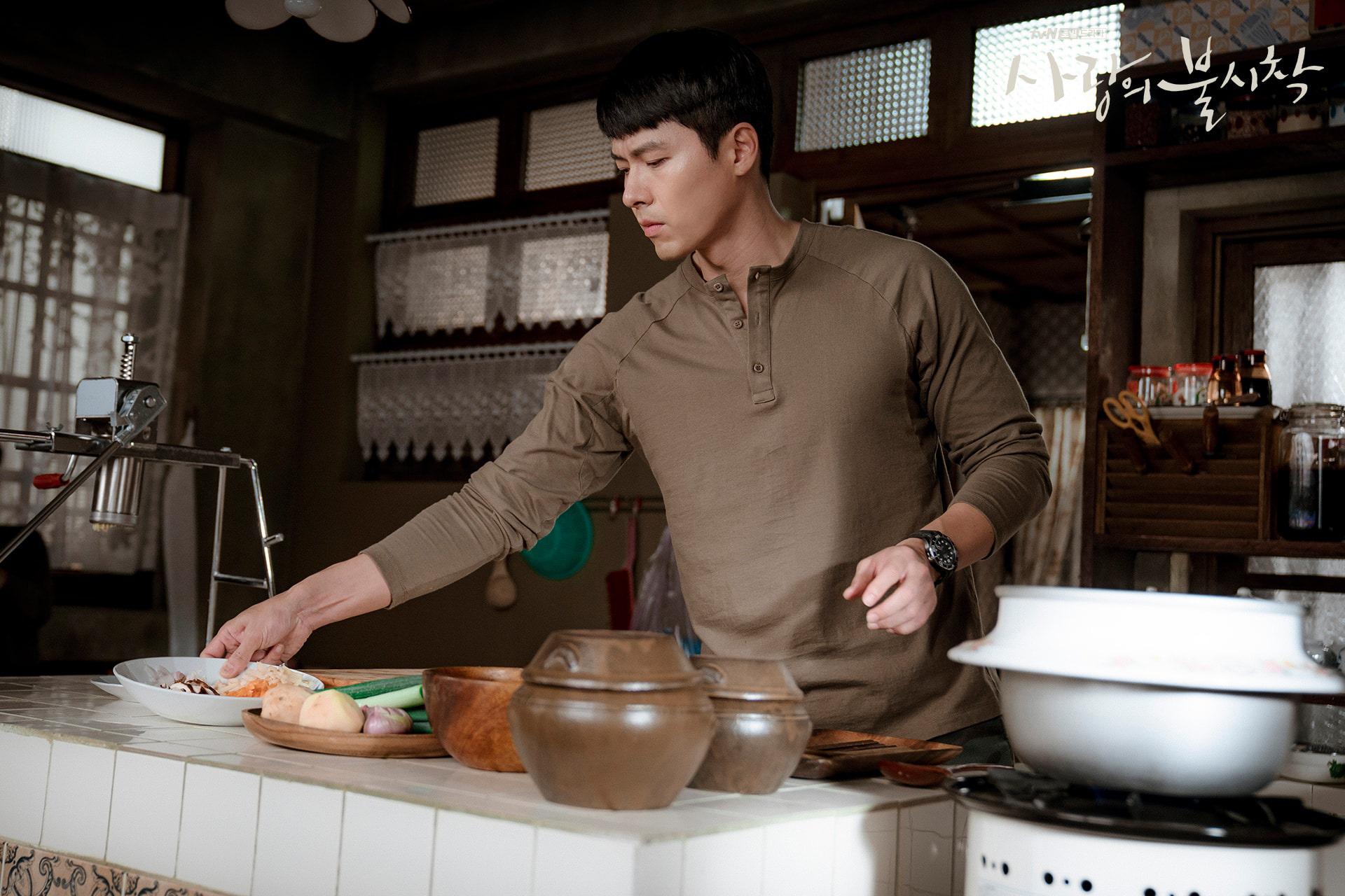 Anh quân nhân Hyun Bin: Bình thường lên đồ cũng vài chục triệu, tự nhiên lọt đâu chiếc sơ mi chỉ vài trăm mà vẫn chuẩn soái ca khiến chị em loạn nhịp - Ảnh 1.