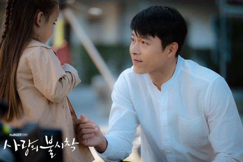 Anh quân nhân Hyun Bin: Bình thường lên đồ cũng vài chục triệu, tự nhiên lọt đâu chiếc sơ mi chỉ vài trăm mà vẫn chuẩn soái ca khiến chị em loạn nhịp - Ảnh 4.