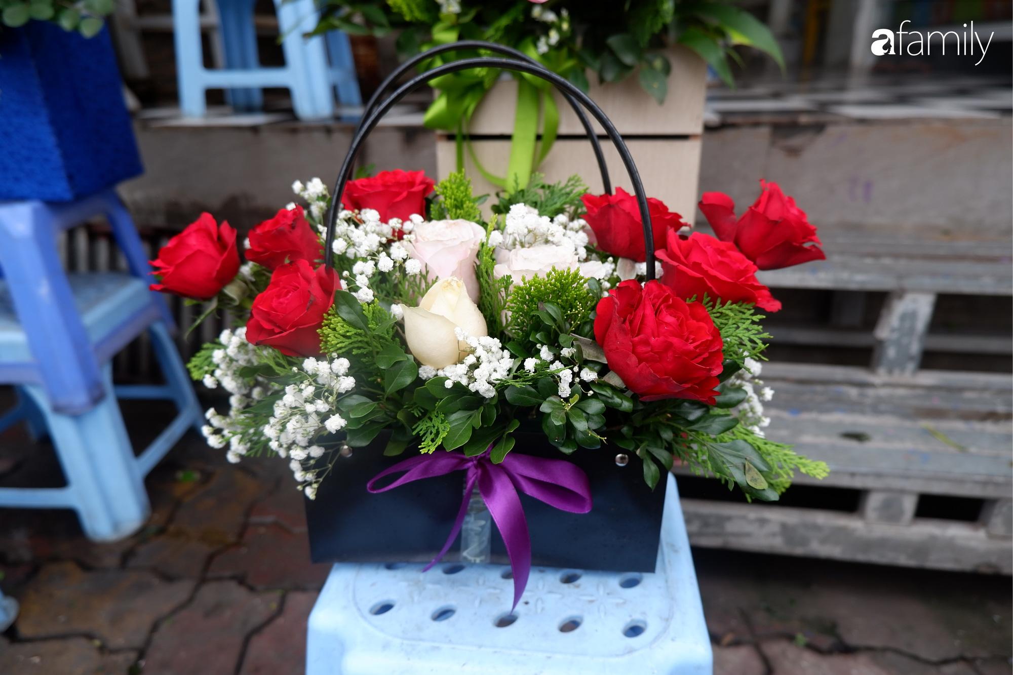 Ngày Lễ Tình Nhân: Các cửa hàng hoa đìu hiu khách, giá hoa tươi liên tục giảm vẫn không kích thích được người mua - Ảnh 5.