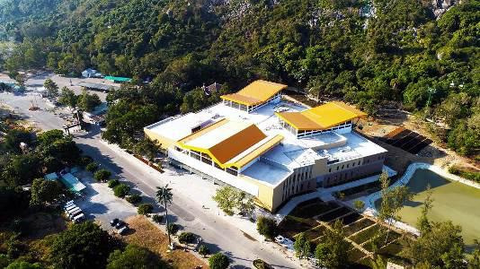 Có gì bên trong 'nhà ga cáp treo lớn nhất thế giới' tại Tây Ninh - Ảnh 1.
